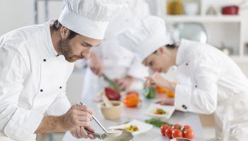 Curso gratuito Cocinero/a Profesional para Comedores Escolares (Doble Titulación + 4 Créditos ECTS)