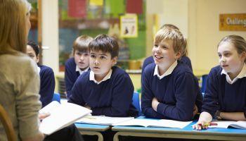 Curso Gratuito Curso Universitario en Sociología de la Educación + Curso Universitario de Intervención Educativa para la Mejora de la Convivencia y la Disciplina (Doble Titulación + 8 Créditos ECTS)